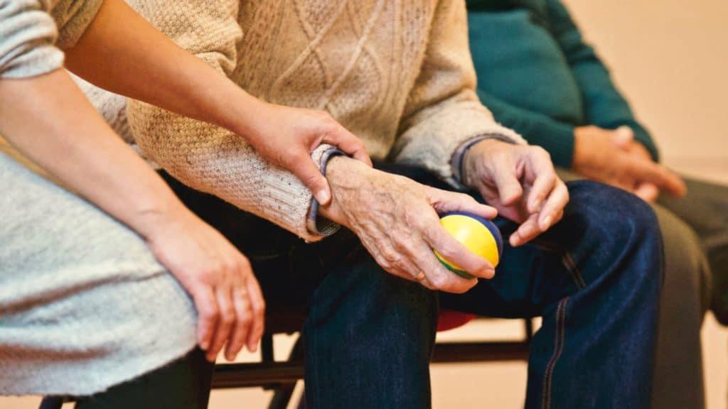 Ouderenzorg aan huis, betaalbaar vanuit het persoonsgebonden budget