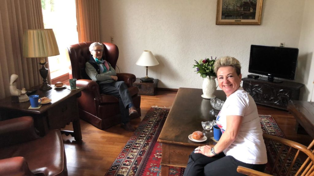 Grazyna Poolse inwonende zorgverlener met tevreden cliënt